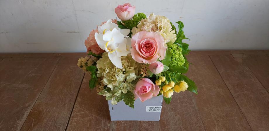 FlowerWorksSEKIKAWAのボックスフラワーアレンジメントワークショップ